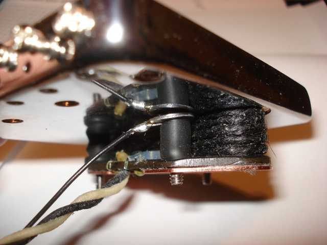 grounding problem fender stratocaster guitar forum. Black Bedroom Furniture Sets. Home Design Ideas